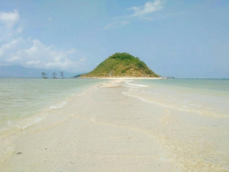 Wanderlust Tips Magazine | A road magically floating in the middle of ocean
