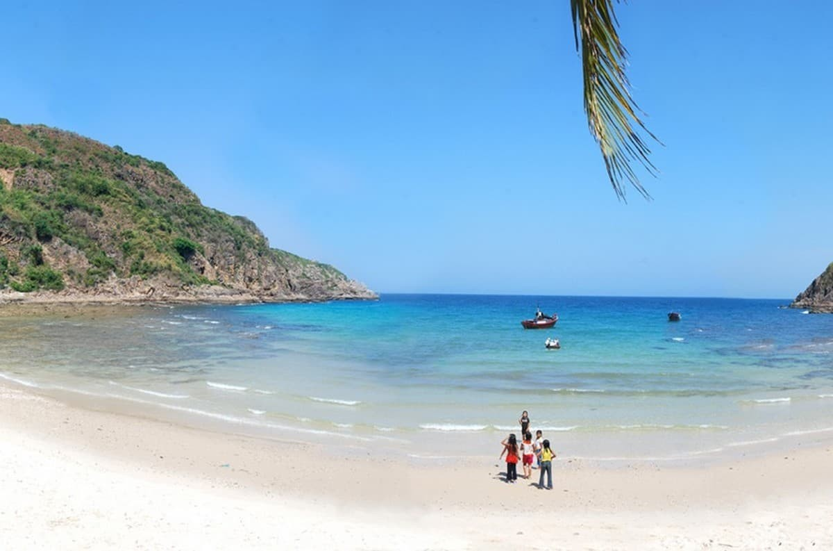 Wanderlust Tips Magazine   8 must-see places in Phu Yen in the morning