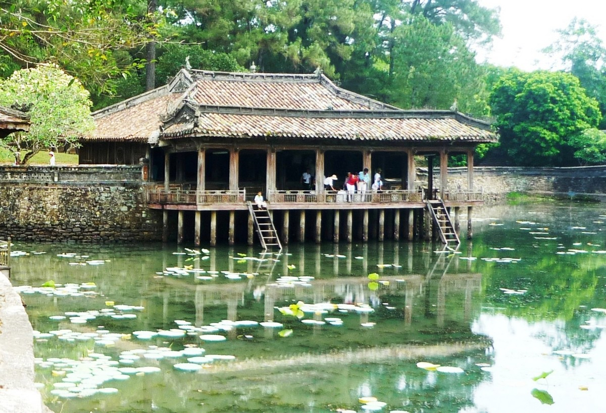 Wanderlust Tips Magazine | 8 must-see places in Thua Thien - Hue in the afternoon